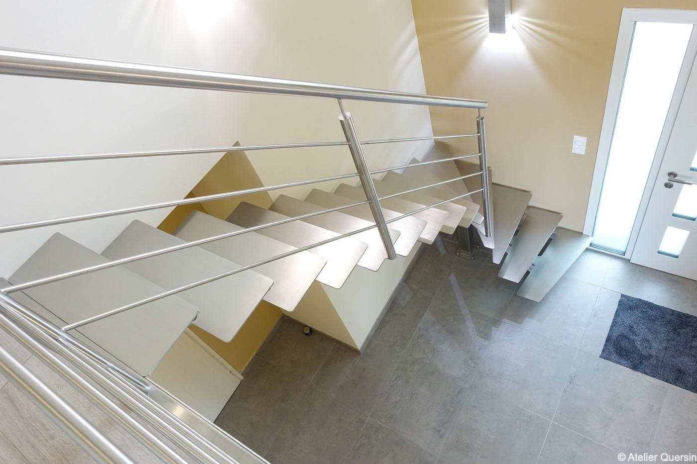 escalier design quart tournant tout inox sur limon central