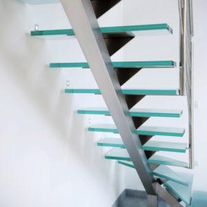 Escalier 2/4 tournant inox brossé et marches en verre