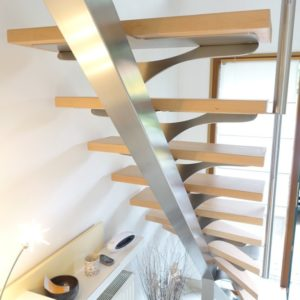 Escalier 1/4 tournant inox brossé et hêtre