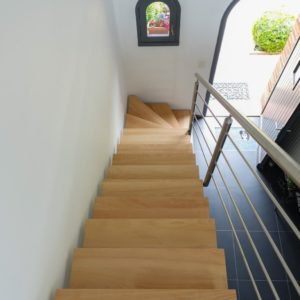 Escalier limon inox brossé et marches chêne