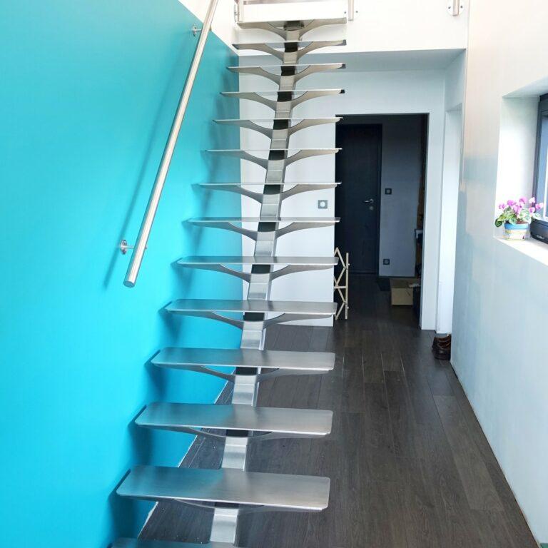 Escalier droit inox monopoutre